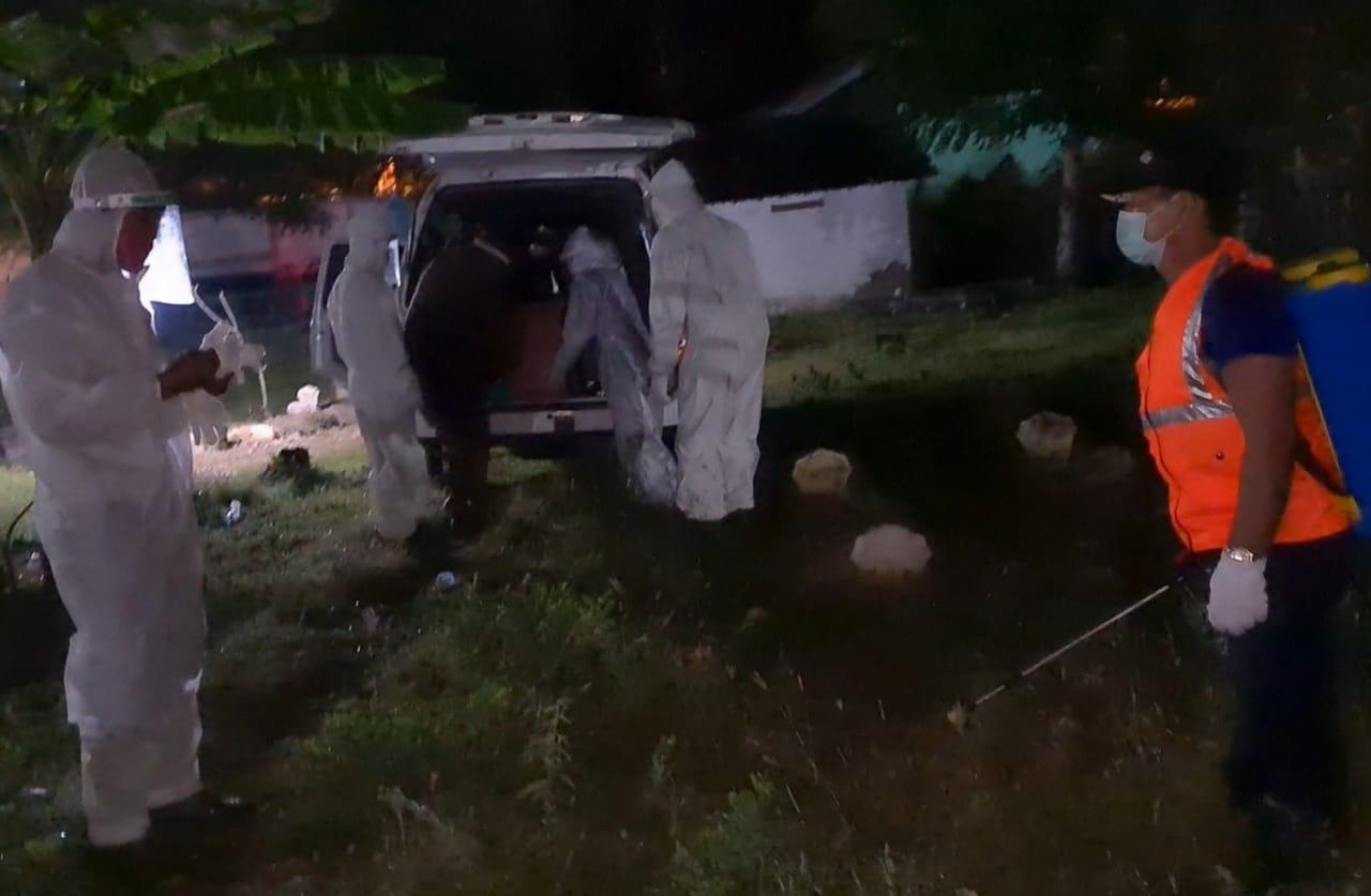 Ini Bukan Simulasi !!! Relawan Kampung Tangguh Makamkan PDP Surabaya